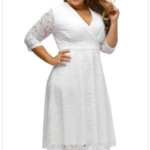 Dresses - Women's Plus Size Lace V-Neck High-Waisted Dress
